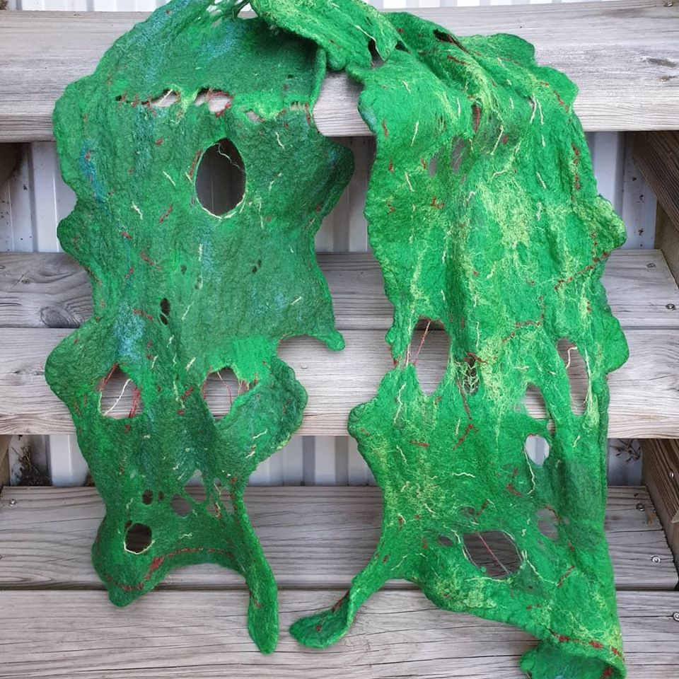 Experimentsjal med merino, silke och garn som jag sytt in före filtning